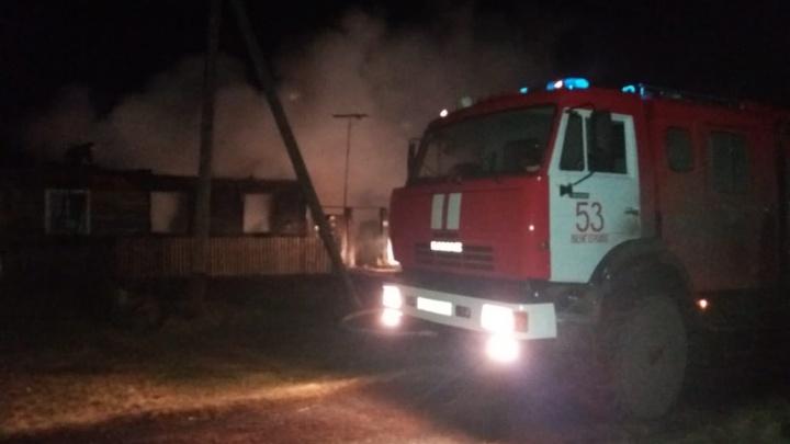 Мама разбила окно, чтобы спасти детей, но это было ошибкой: подробности пожара, где погибли два ребенка