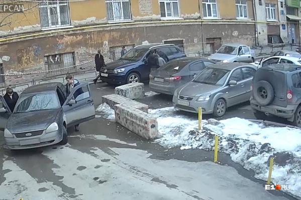 Банальная дорожная ситуация стала поводом для разборок со стрельбой