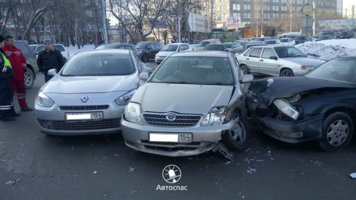 Авария на площади Лыщинского парализовала Октябрьский мост