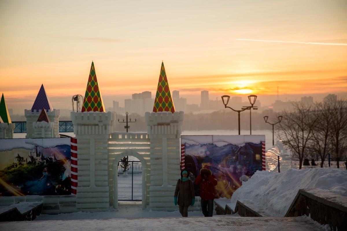 Городок открылся 30 декабря, и раньше погода позволяла работать ему ежедневно