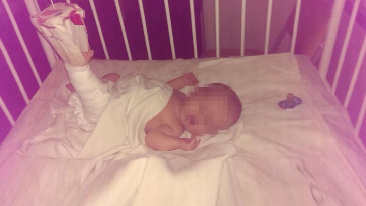 В Екатеринбурге новорождённому ребёнку сломали ногу во время массажа