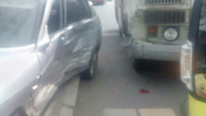 Челябинка на «Ладе» протаранила ЗИЛ и маршрутку на проспекте Ленина