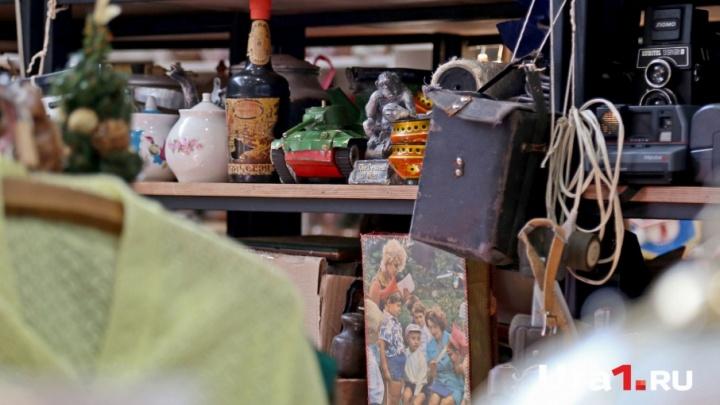 Картина, корзина, картонка: что купить на блошином рынке в Уфе