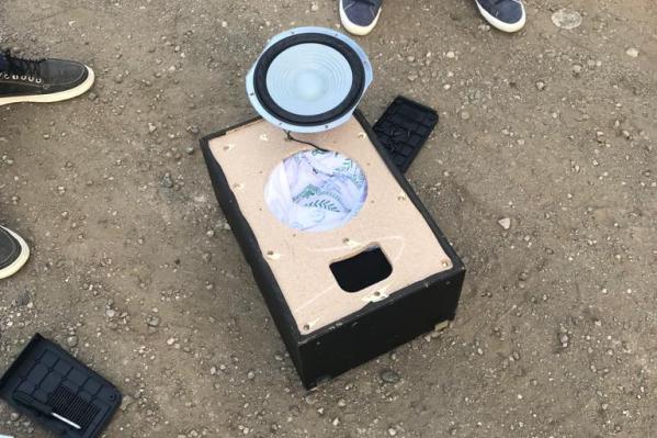 Мешки с белым порошком вытащили из музыкальной аппаратуры