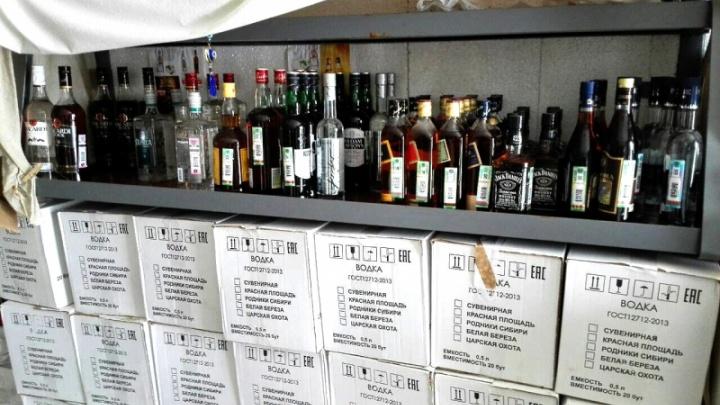 Брал только для себя: в Волгоградской области нашли страстного ценителя поддельного алкоголя
