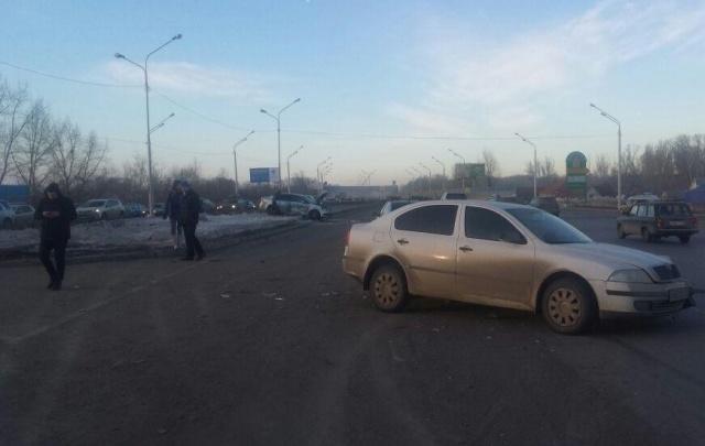 В Уфе столкнулись две иномарки: два человека пострадали