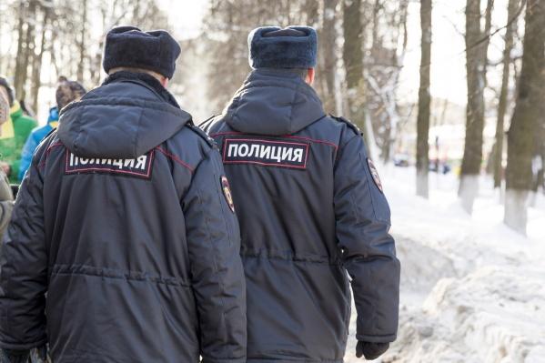 Полицейские нашли размахивающих саблей мужчин