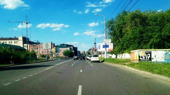 Две полосы вместо трёх: дорожные рабочие неправильно нанесли разметку на Гусарова