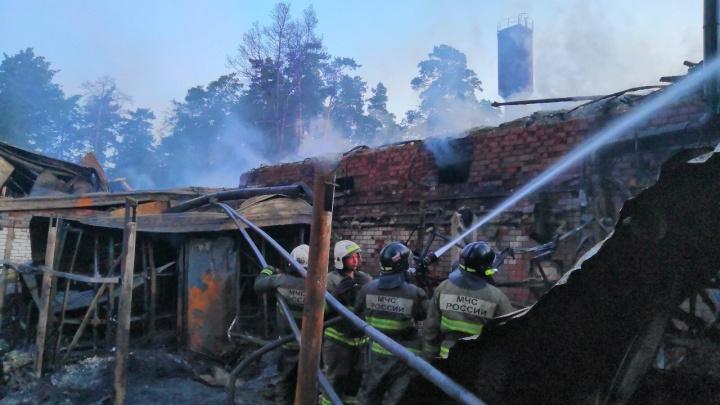 Выгорело дотла: в Тольятти 80 человек всю ночь тушили крупный пожар