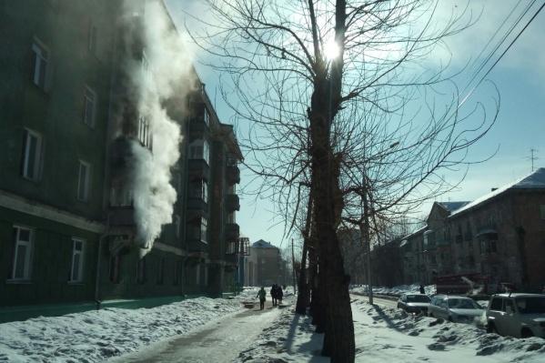 Загоревшийся дом расположен на Авиастроителей, 14 рядом с Учительской