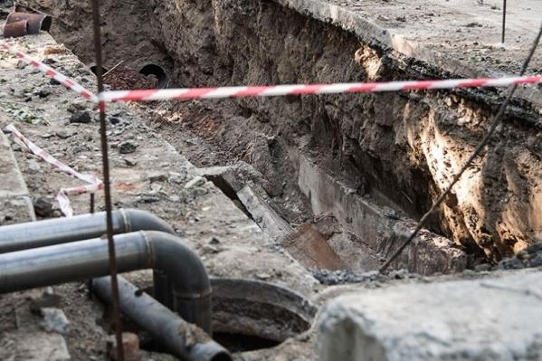После коммунальной аварии энергетики перекрыли часть улицы Планировочной