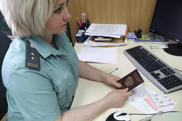 Новый паспорт не помог мужчине спрятаться от приставов