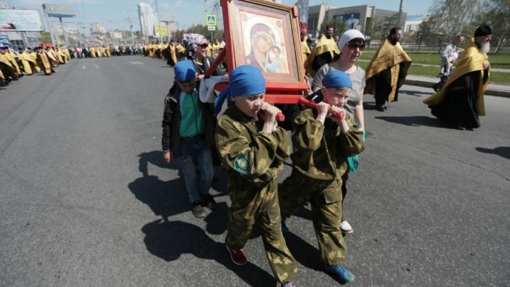 Казаки, скауты и сёстры милосердия прошли по Челябинску, почтив память Кирилла и Мефодия