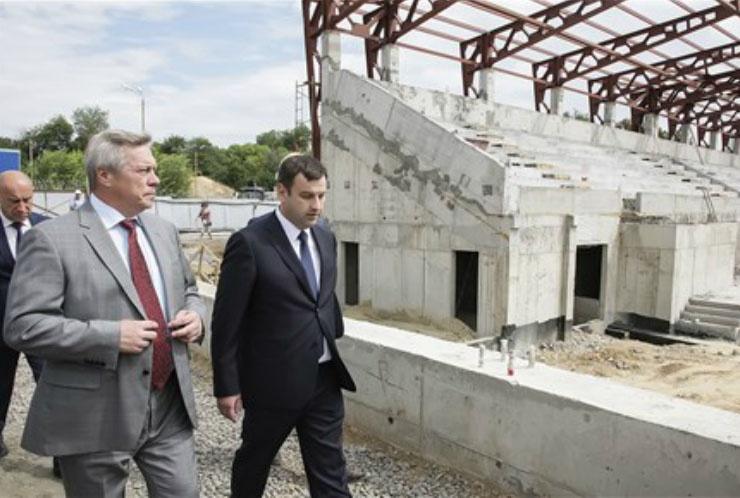 Губернатор периодически инспектирует ход работ на стадионе «Торпедо»