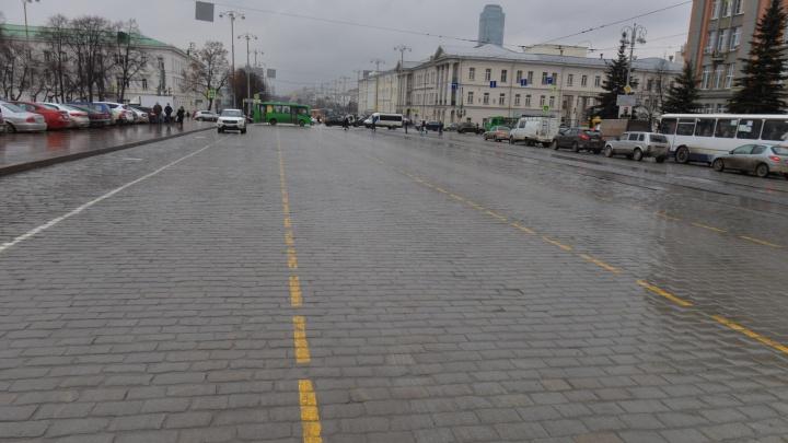 Площадь 1905 года разметили жёлтой краской для парада Победы