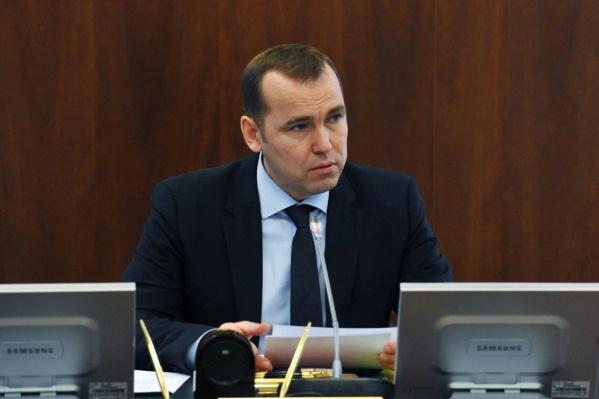 В областном правительстве переход 47-летнего чиновника в соседний дотационный регион пока не комментируют