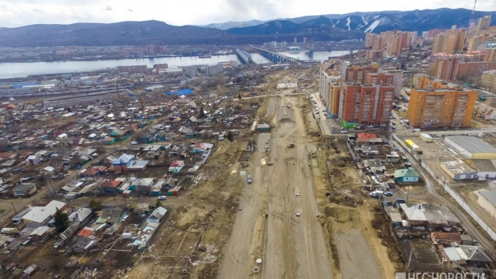Отказавшихся продавать дома ради строительства Волочаевской оставят жить за огромными экранами