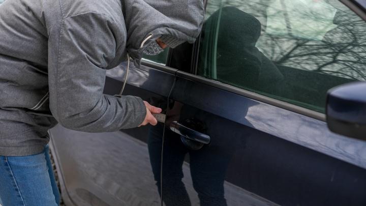 Автоугонщик похитил автомобиль с помощью троса и продал на запчасти