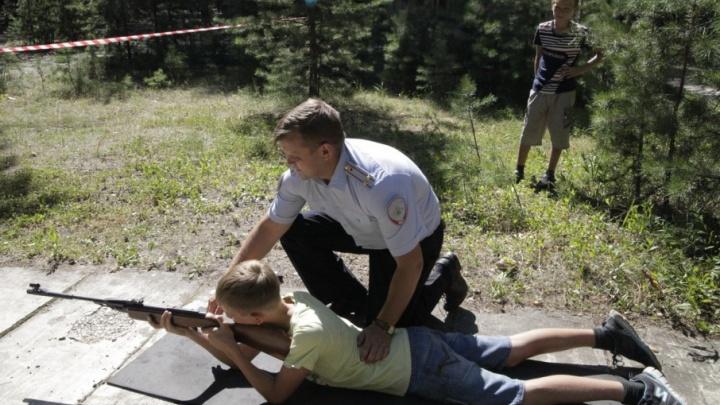 «Руки вверх!»: зауральская полиция проведет для всех желающих зарядку на свежем воздухе