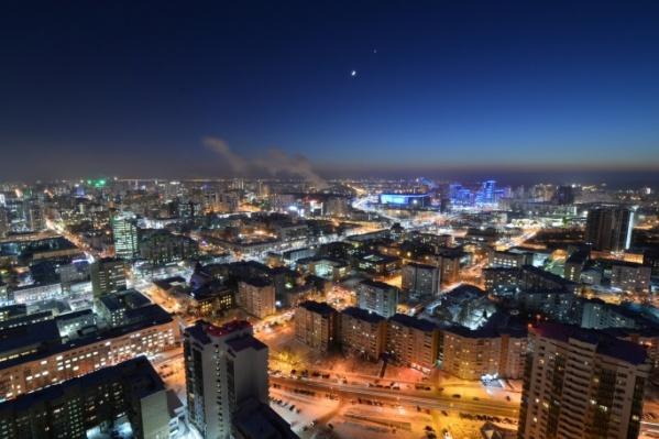 Сближение Венеры и Луны в небе над Екатеринбургом