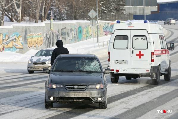 После наезда помощь врачей потребовалась пожилому пешеходу