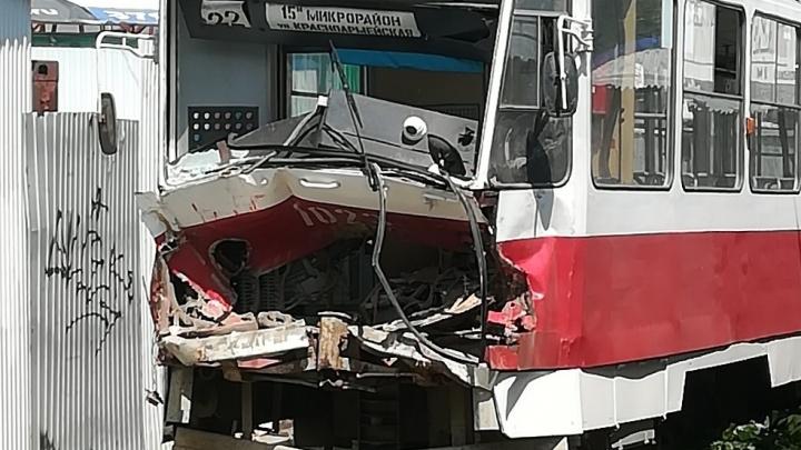 Появилось видео последствий столкновения трамваев около «Колизея»