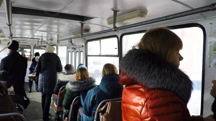 «Загоняют людей в угол»: волгоградцы — о повышении цен на проезд в автобусах и трамваях