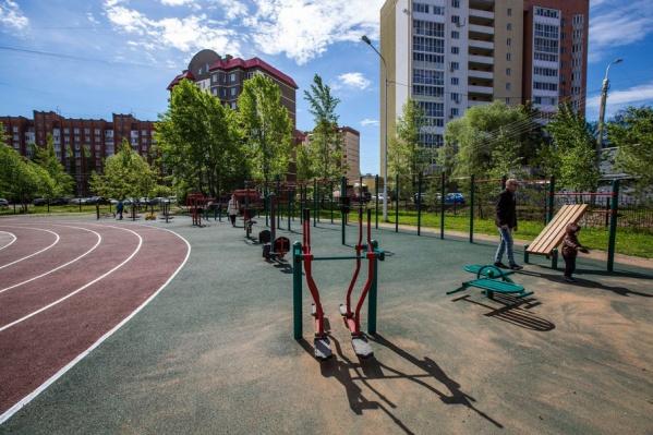 В состав физкультурно-спортивного комплекса входит восемь спортплощадок