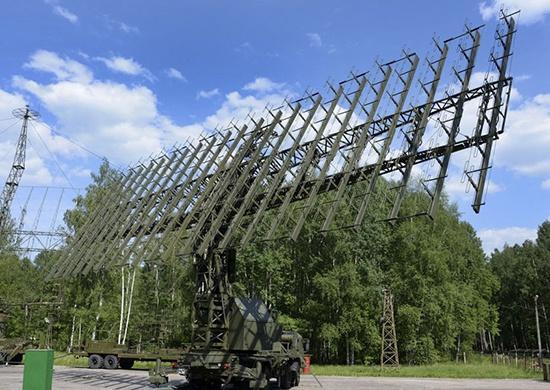 Радиолокационная станция состоит из нескольких модулей — антенно-аппаратного комплекса, кабины управления с рабочими местами расчёта и системы автономного электроснабжения