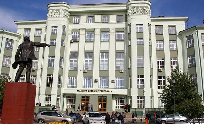 Уволенная из «водника» заведующая общежитием отсудила у вузажильё