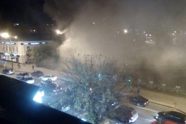 Так выглядит возгорание с соседних домов
