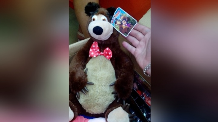 «Мишка не похож:»поддельные игрушки в виде героев мультика «Маша и Медведь» изъяли из магазина