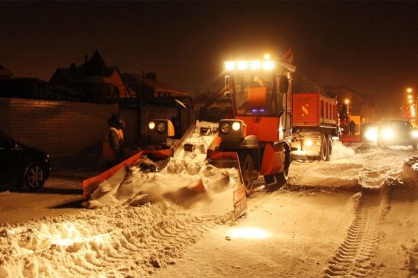 Чаще всего снег убирают ночью (фото из архива)