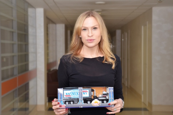 В акции поучаствовали 35 человек, работающих в клинике Мешалкина. На фото —начальник отдела материально-технического отдела Дарья Сандер