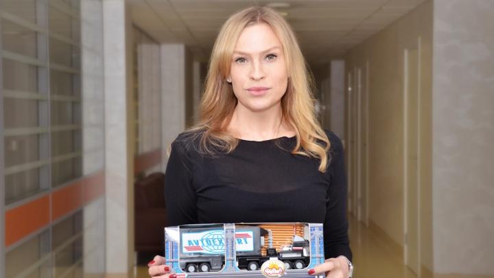 «А мне LEGO так и не подарили»: новосибирские врачи раздали детям подарки, о которых мечтали сами