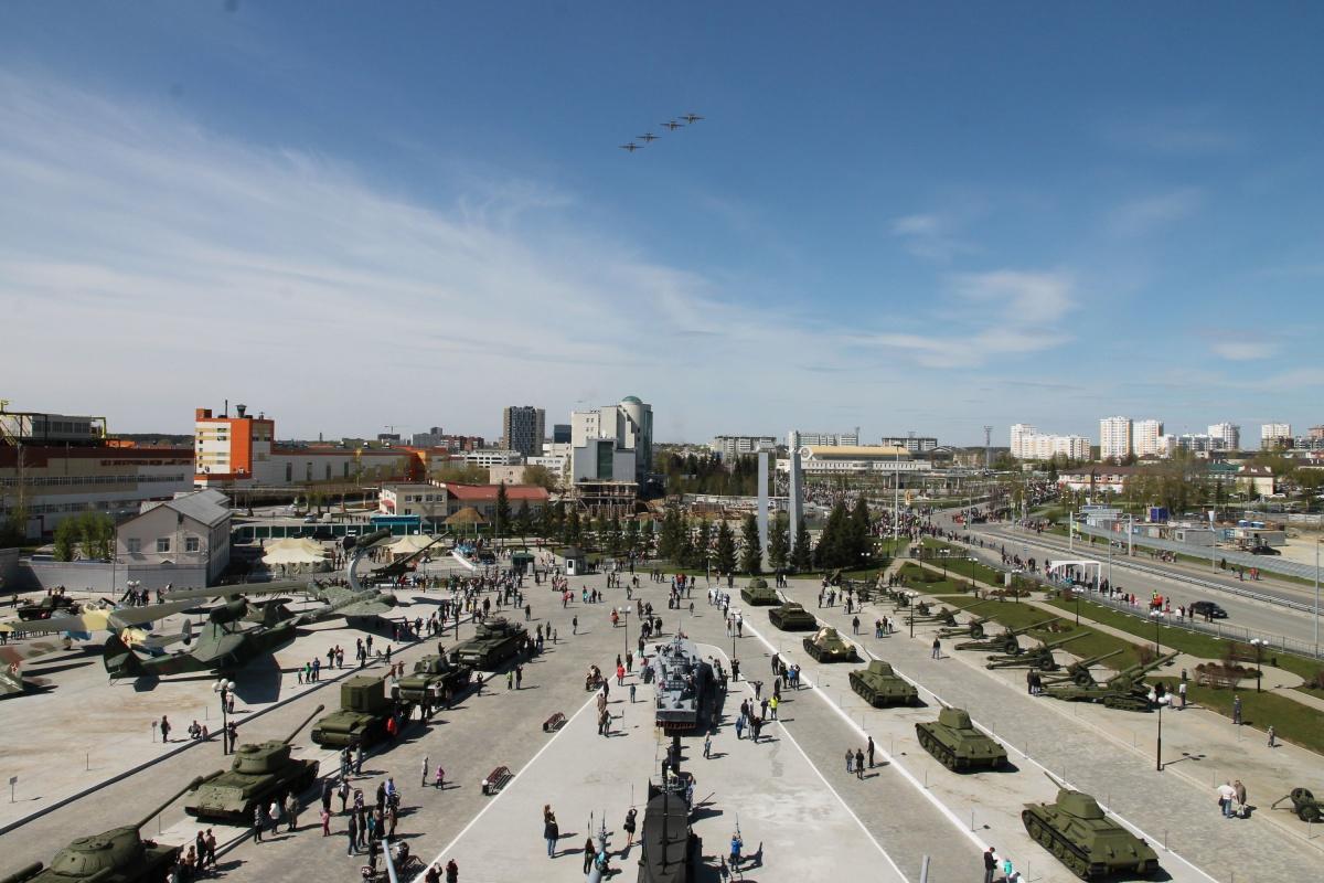 Как все успеть? День строителя с «Ласковым маем», марафон «Европа — Азия» и авиафестиваль в Логиново