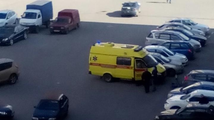 Во дворе ЖК «Плеханово» шестилетний велосипедист врезался в автомобиль «Лада»