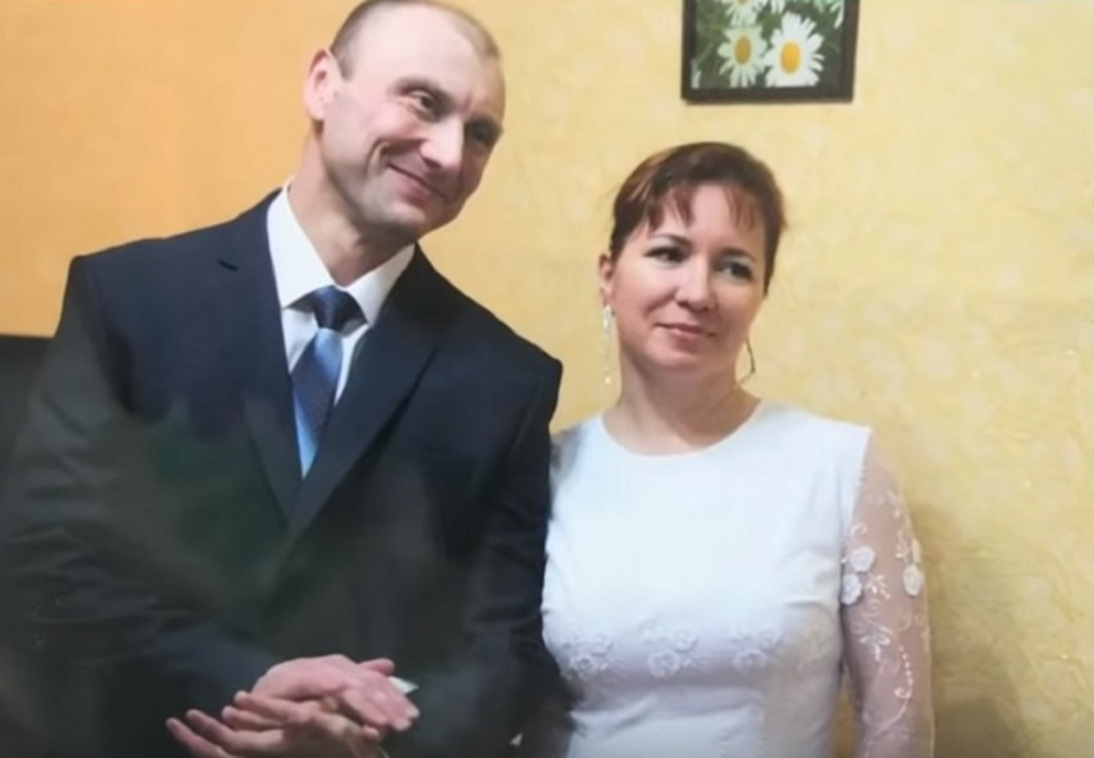 Секс следователя с женой заключенного видио