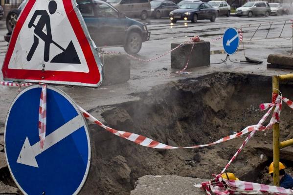 Дорогу сузят рядом с остановкой «Санкт-Петербургская академия управления и экономики»