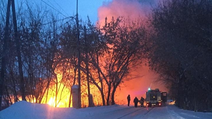 Во время утреннего пожара на Береговой погиб пожилой мужчина