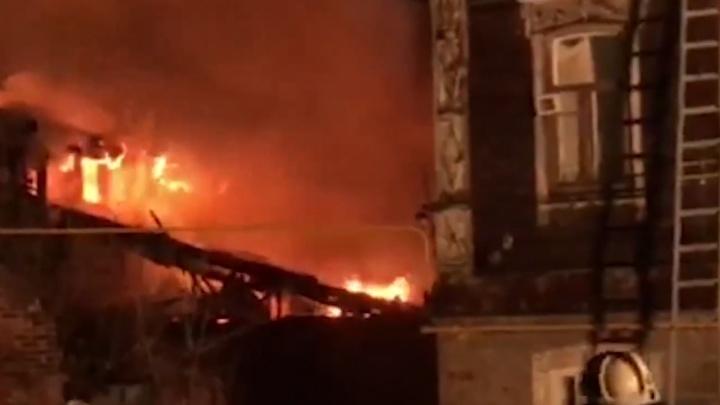 «Тело было под завалами»: в результате крупного пожара на Самарской погиб мужчина