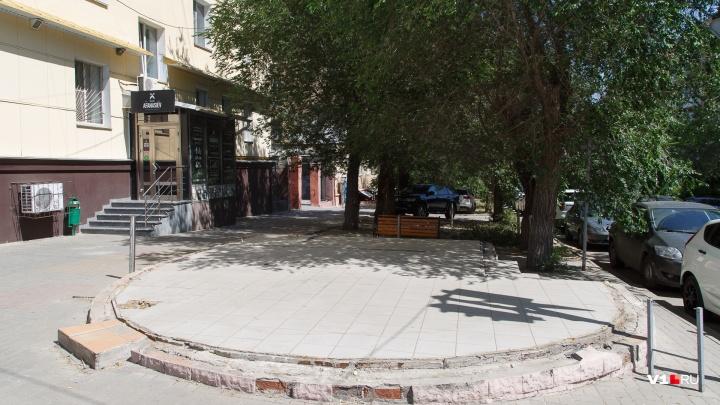 В центре Волгограда разобрали выживший во время массовой зачистки магазин