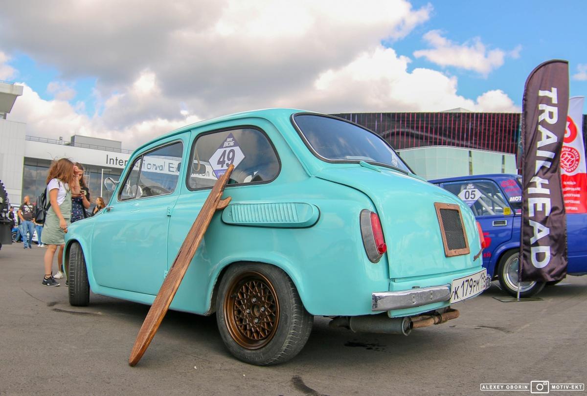 В «Екатеринбург-ЭКСПО» съехались крутые тюнингованные автомобили: фоторепортаж с автофеста