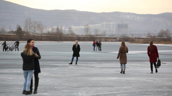 Подростков из-подо льда на протоке спасали трое мужчин: ищем этих героев