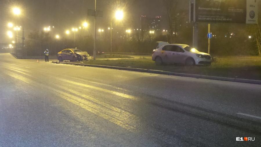 На Егоршинском подходе девушка протаранила такси на взятом напрокат ... 5277ec9289c