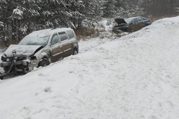 Три машины занесло на одном и том же месте на дороге