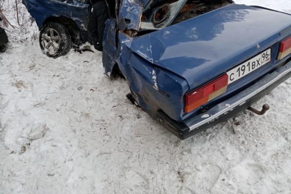 У водителя «Жигулей» и его пассажира не было шансов выжить после столкновения с фурой