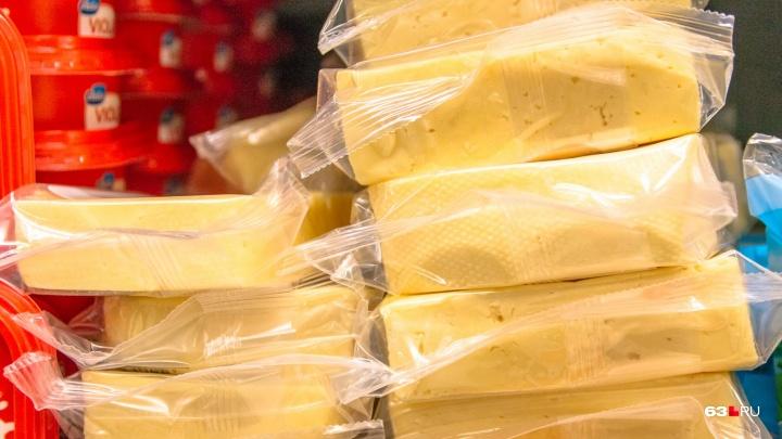 Ликвидировали на месте: торговцев из ТЦ на Ново-Садовой наказали за продажу санкционного сыра
