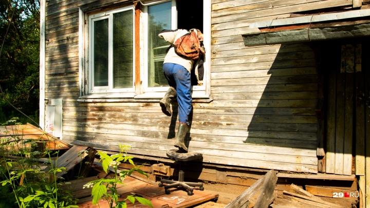Мой дом поехал: как пострадали архангелогородцы с Ломоносова, где деревяшка сошла со свай