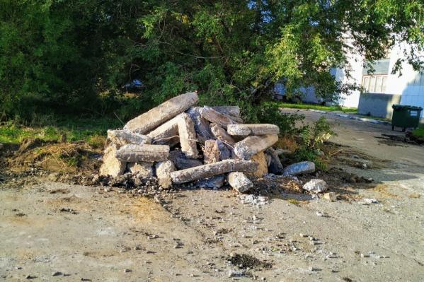 Этой осенью строительный мусор должны убрать